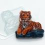 Пластиковая форма Тигр лежит на камнях ФМ